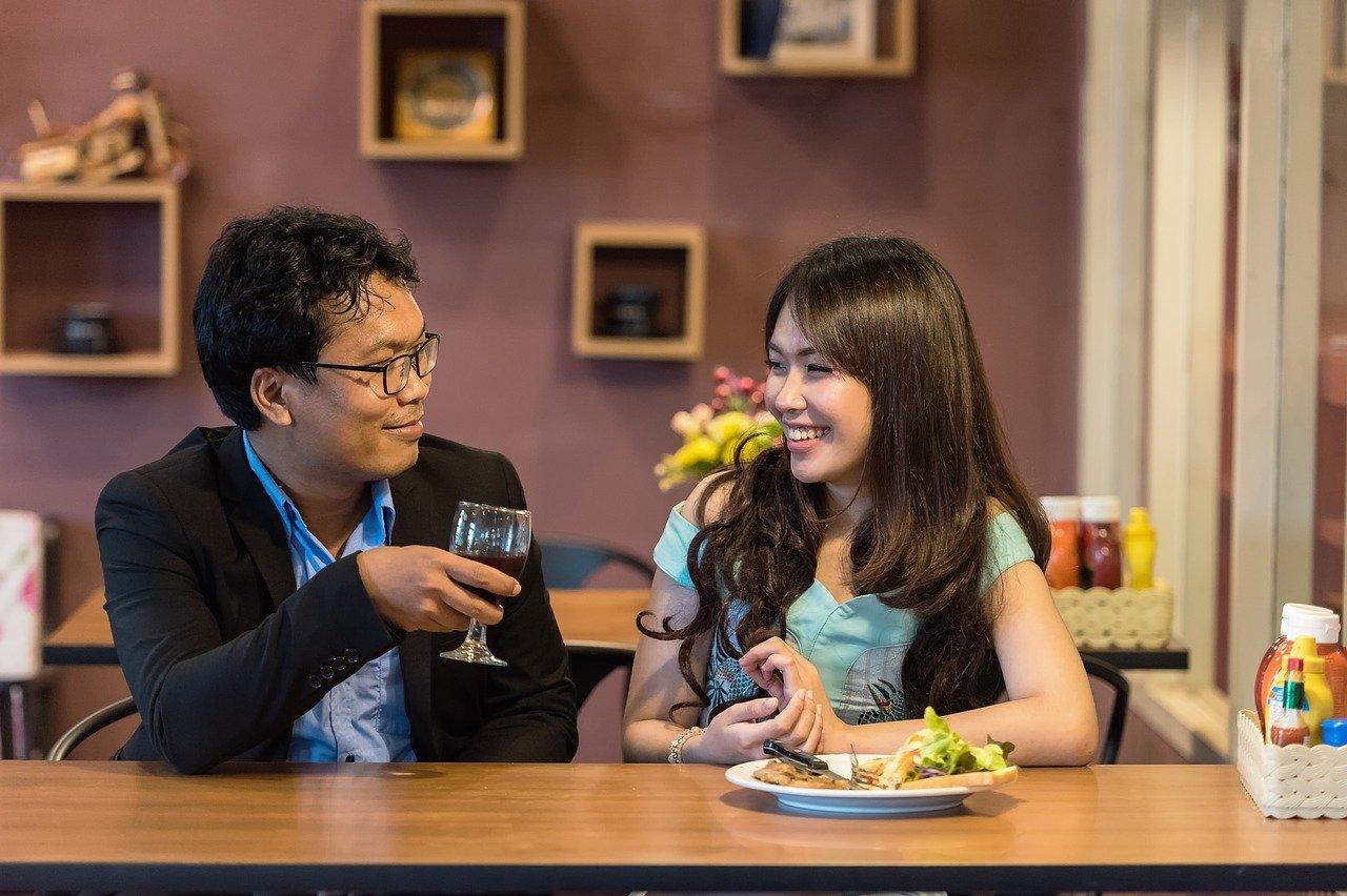 couple, restaurant, dating-1807617.jpg